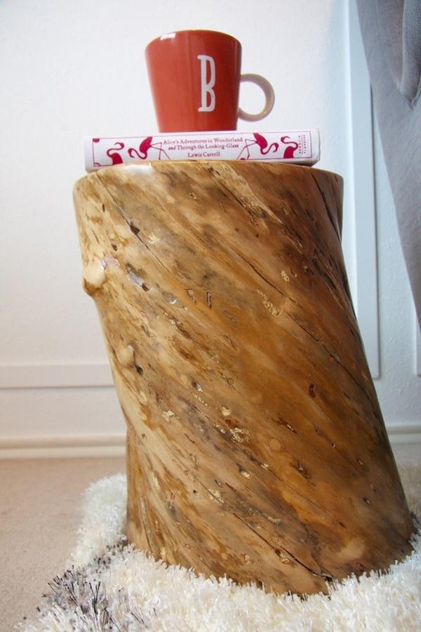 Table de souche d'arbre de bricolage.
