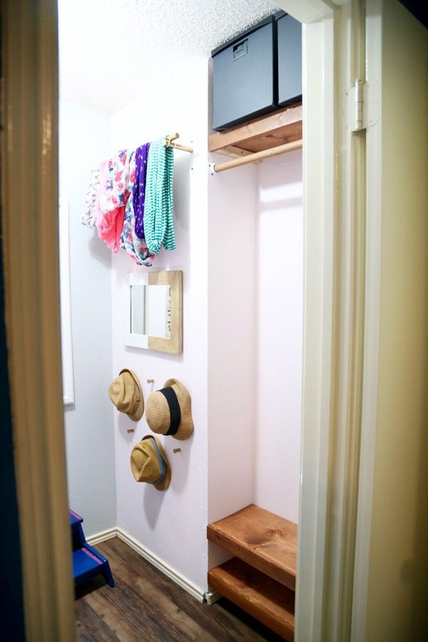 How to create simple, gorgeous floating shelves that will fit into a small nook. Perfect for a closet, powder room, or laundry room!