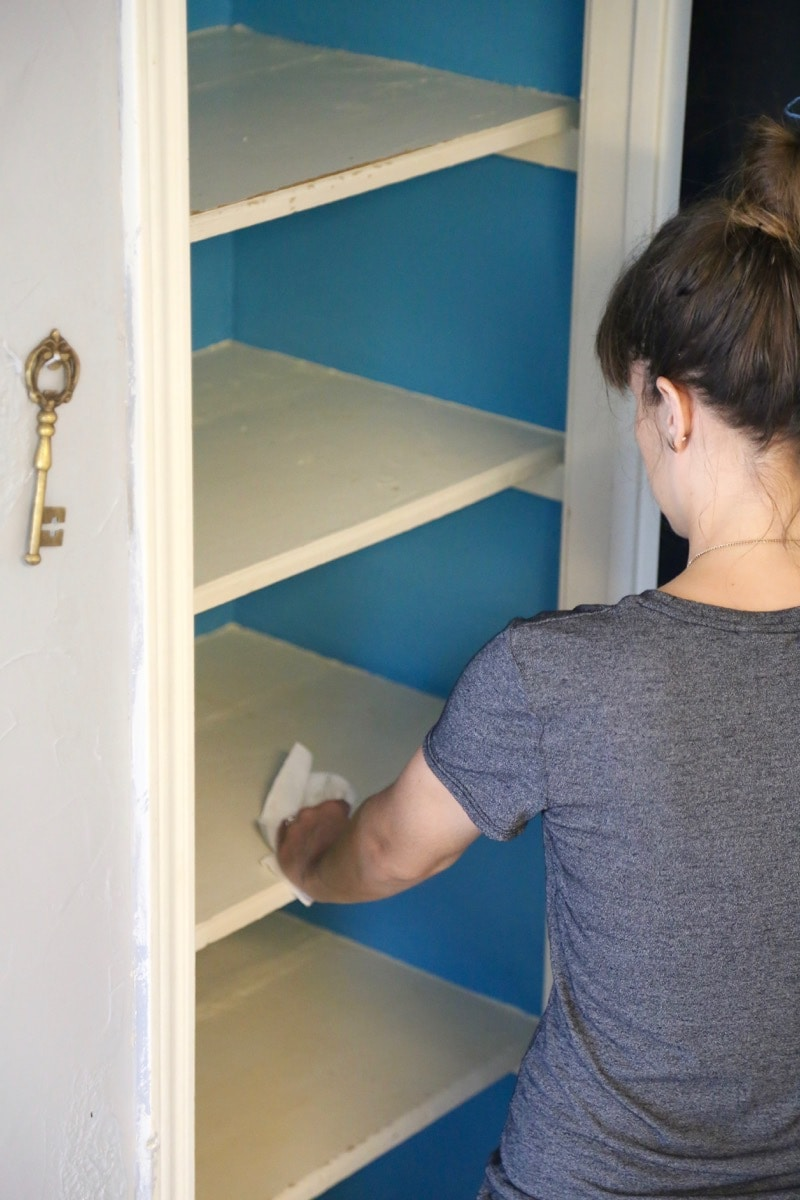 This pantry makeover is so gorgeous, and SO simple! It's easy to feel like you have to spend a ton of money to get an organized pantry, but this blogger got creative and spent just over $100 to totally upgrade her whole pantry!