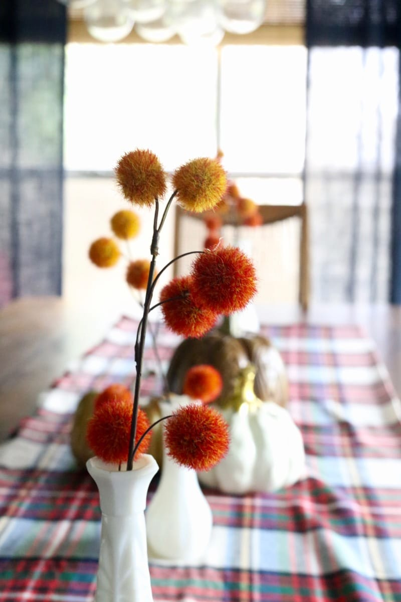 I love this fall home tour for people who don't know how to style for the seasons! I don't have the time or the energy to spend a lot of time decorating my home for the seasons, but I think I could handle something like this!