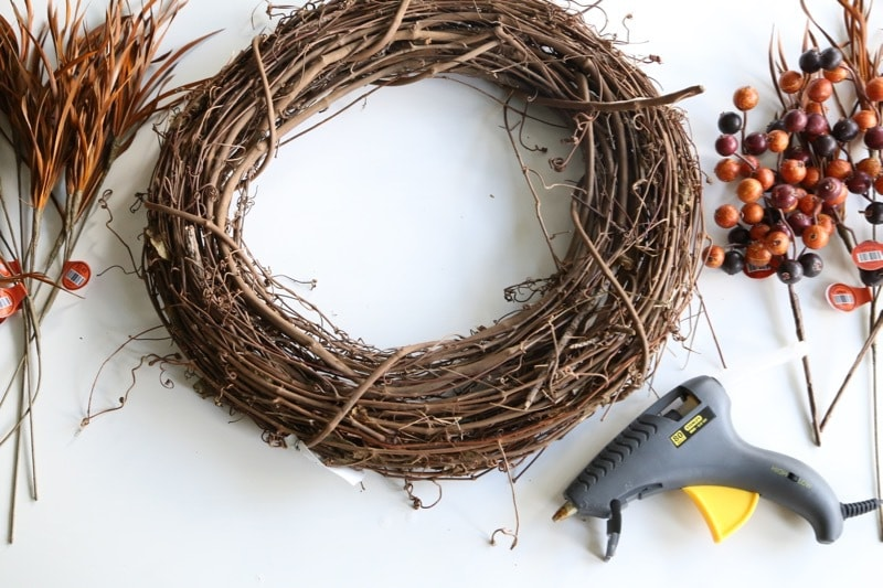 It doesn't have to be hard or expensive to decorate your home for fall! Here's a quick and easy DIY fall wreath idea - it'll only take you a few minutes to put together, and it's super affordable.