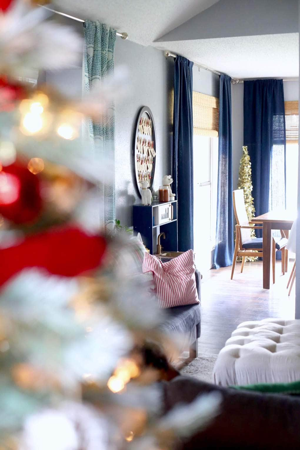 A cozy, rustic glam home tour to inspire you this Christmas season. This home is decorated with lots of simple, rustic elements and a lot of sparkle! This 2016 Christmas home tour is absolutely gorgeous and stuffed full of great decorating ideas.
