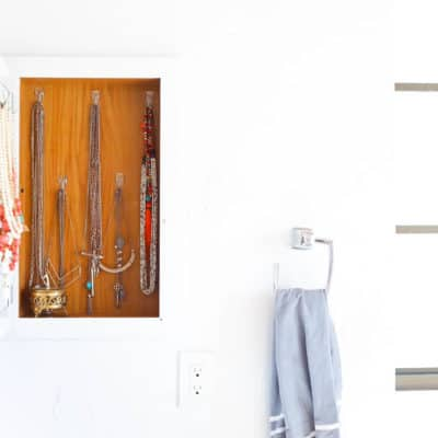 Need a really easy idea for storing and displaying your jewelry? This is a genius (and easy) DIY project - just turn your old medicine cabinet into a place to store your necklaces and other jewelry!