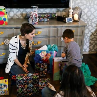 An adorable, simple DIY gender-neutral Frozen birthday party. Great ideas for decorations, food, and keeping things low key and fun.