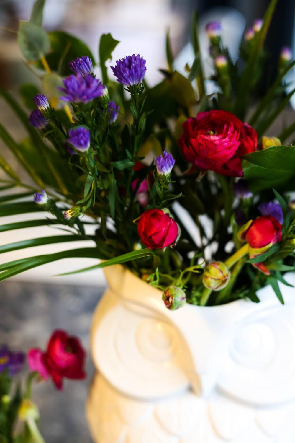 How to make cheap grocery store flowers look expensive love ideas for how to take a cheap bouquet of flowers from the grocery store and turn izmirmasajfo