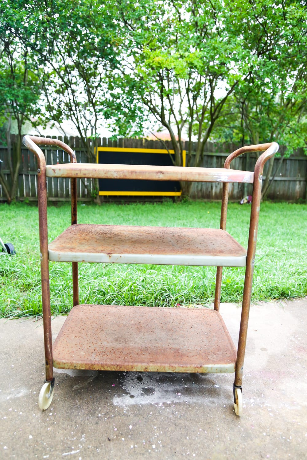 How to transform a rusty old bar cart using Rustoleum's line of rust-stopping primer and spray paint. Great ideas for rusty furniture makeovers!