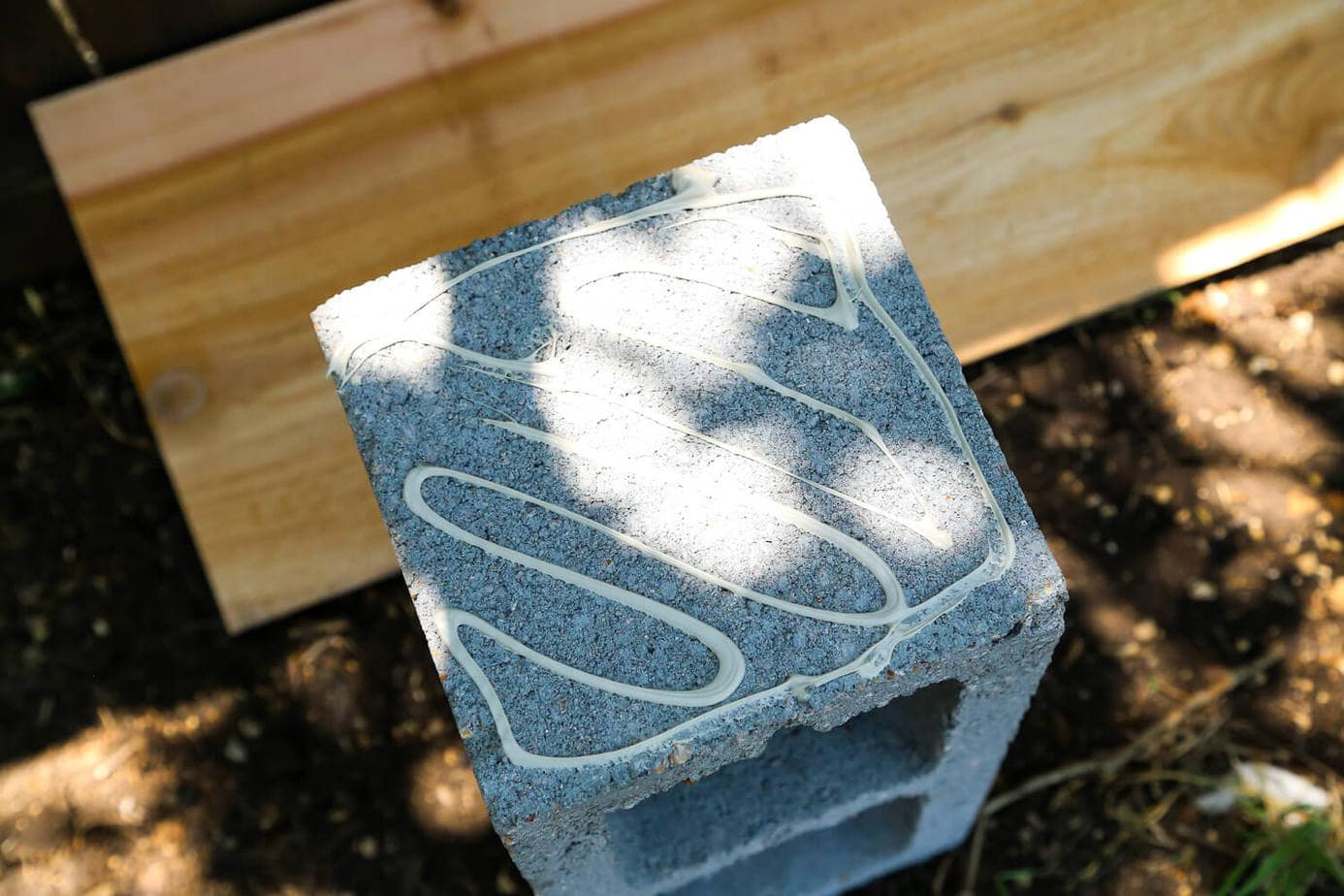 Easy Outdoor Plant Stand (Made With Cinder Blocks!)
