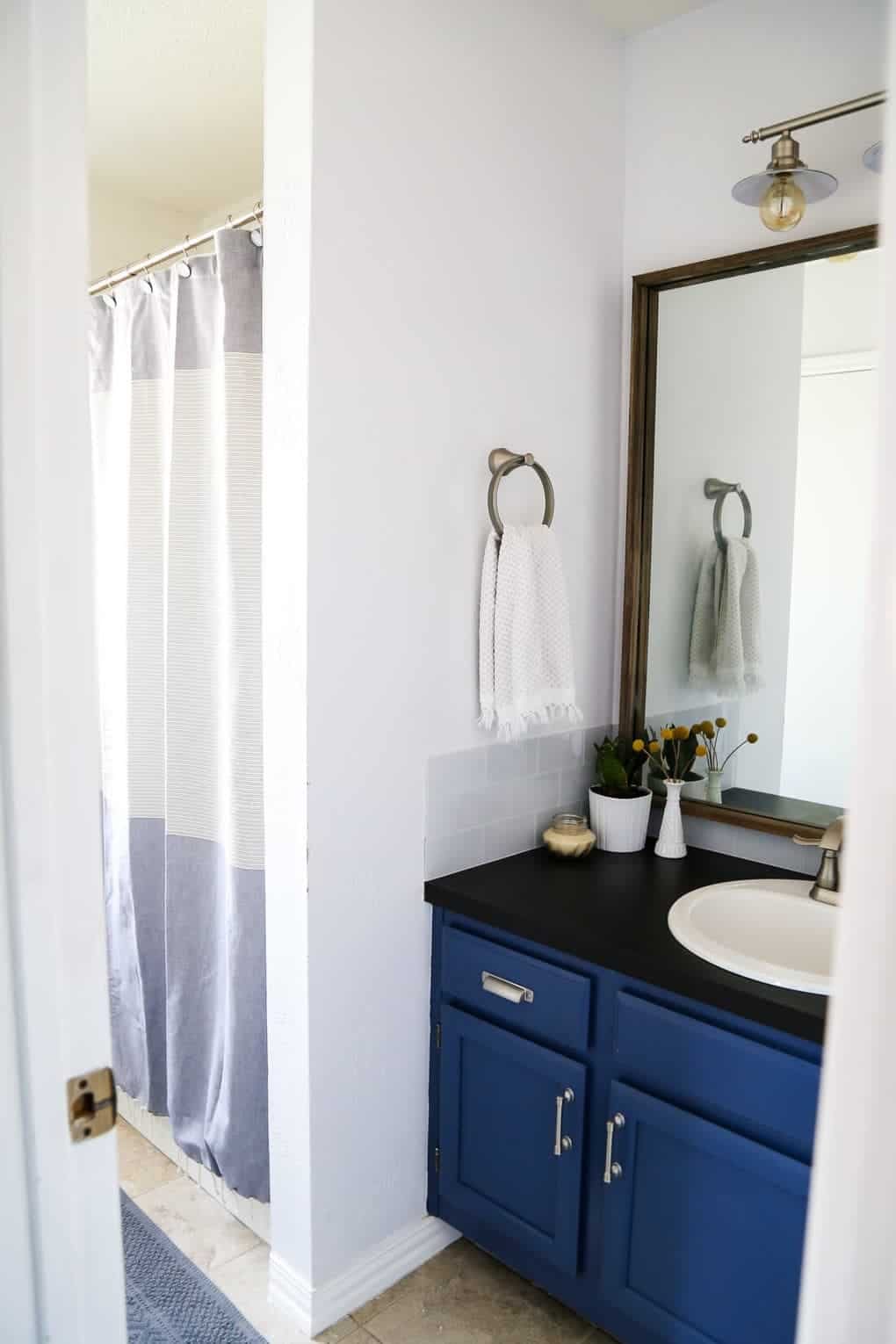 aA DIY modern, serene bathroom renovation that can be completed in a weekend. Great ideas for how to upgrade an ugly bathroom and make it look like new without a ton of time or money.