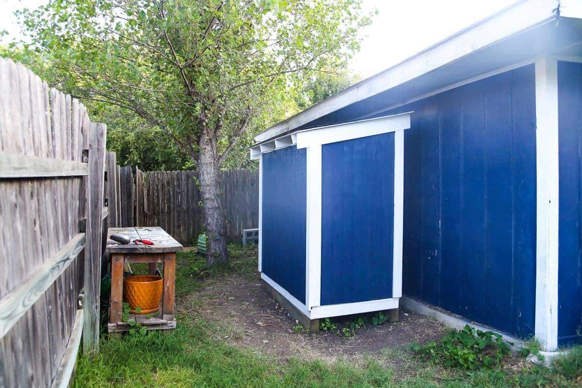 Diy lawn mower shed quick and easy diy love renovations for Garden shed for lawn mower