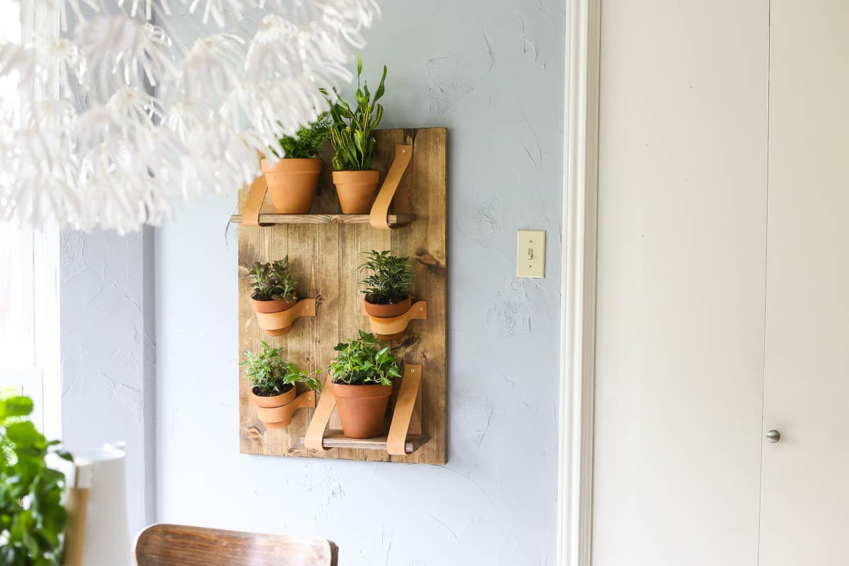 A beautiful and simple DIY vertical wall planter