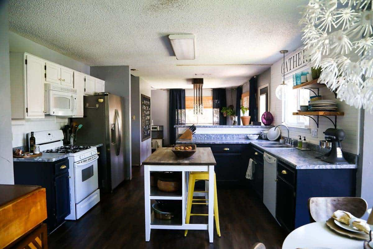 A Tutorial On How To Install Peel And Stick Vinyl Plank Flooring In Your  Home ...