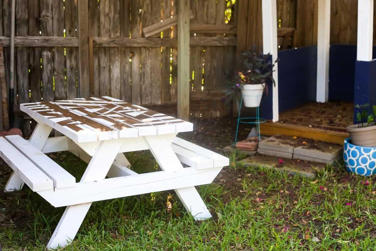https://www.loveandrenovations.com/wp-content/uploads/2017/09/DIY-Kids-Picnic-Table7.jpg