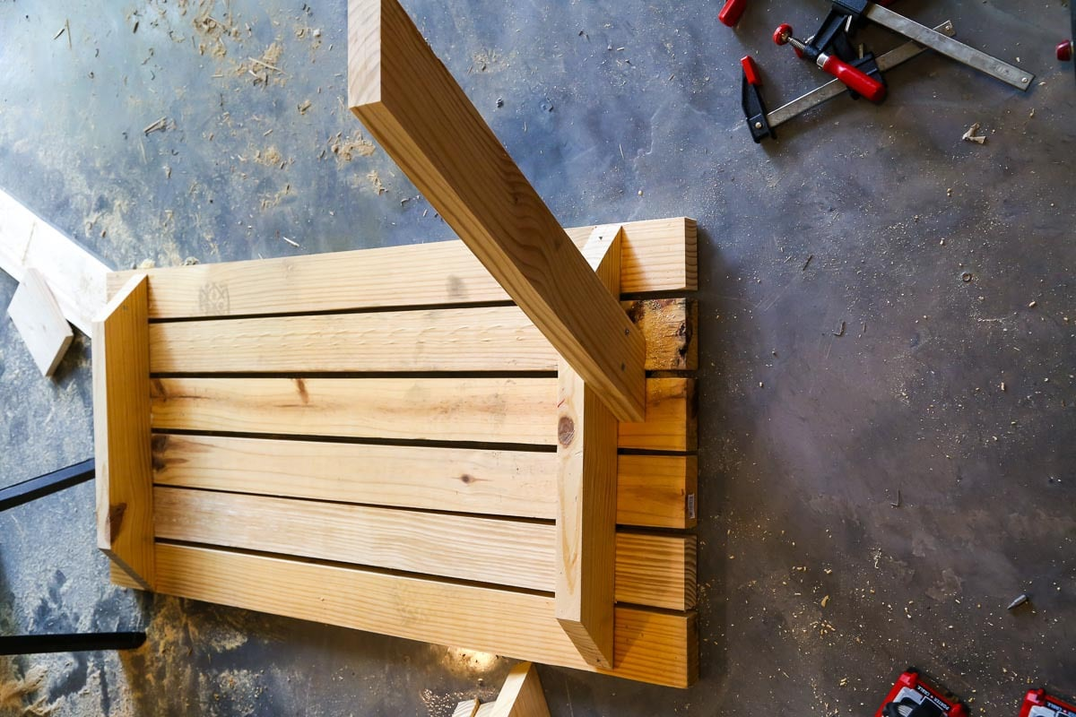 How to build and paint a pattern on a DIY kids picnic table