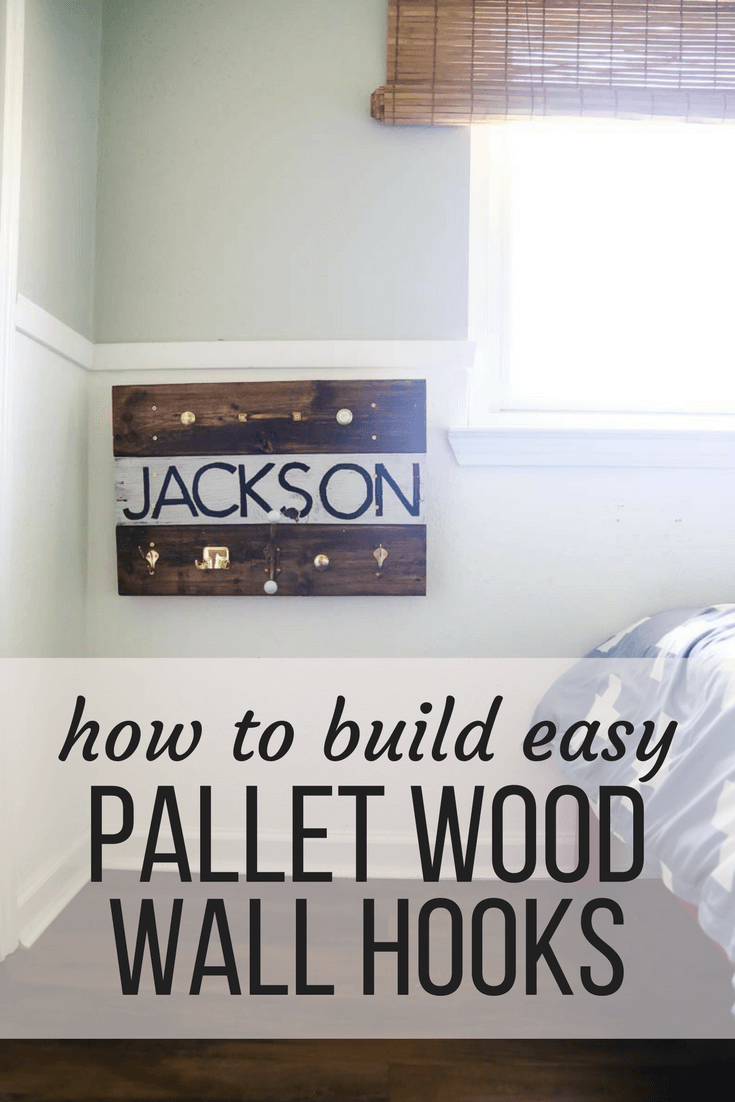 How to build super simple pallet wood wall hooks. There are tons of design options, and it's a really simple project that is a lot of fun to build! Great rustic project for a farmhouse feel.