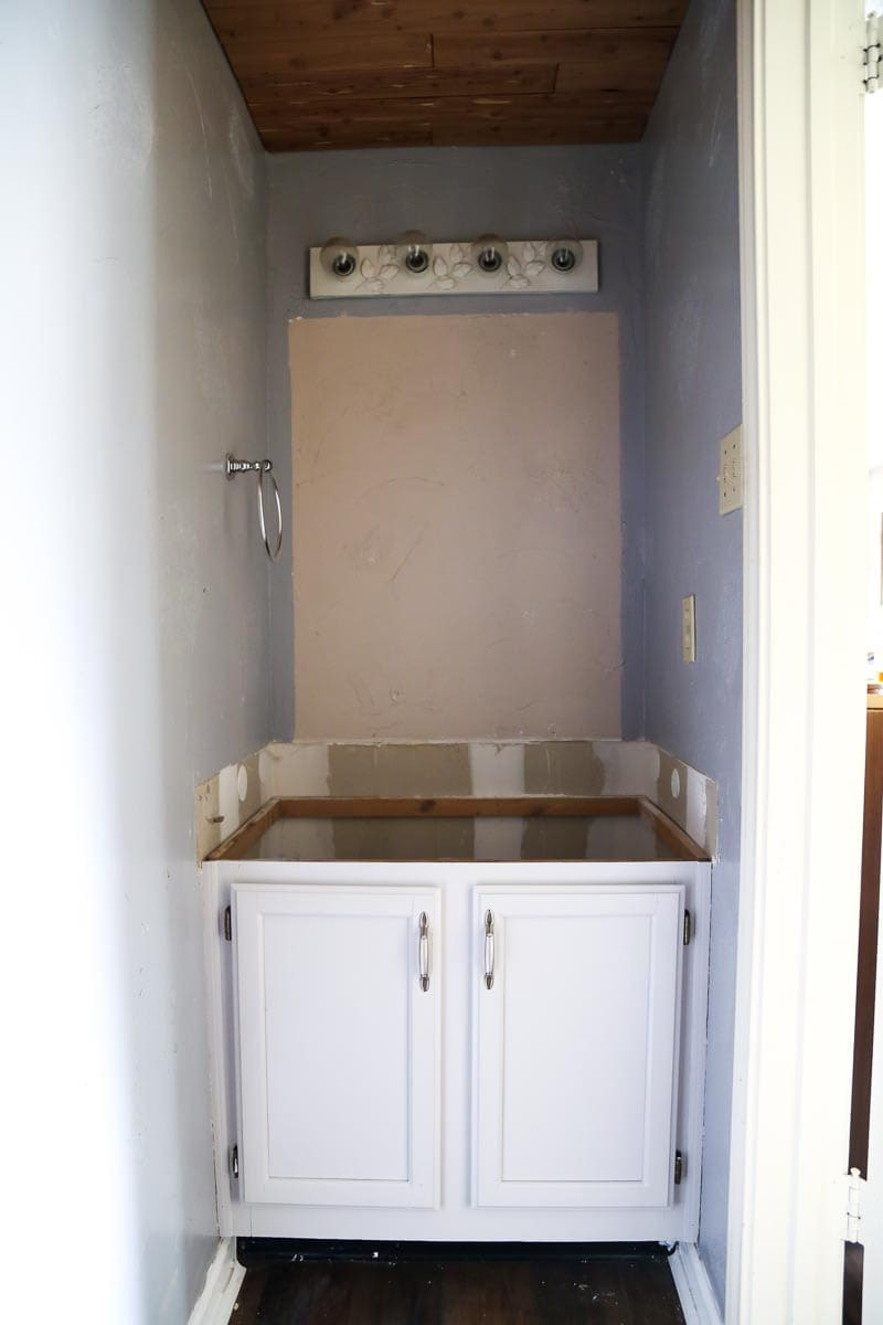 How to paint cabinets in your home with a sprayer to achieve a professional finish