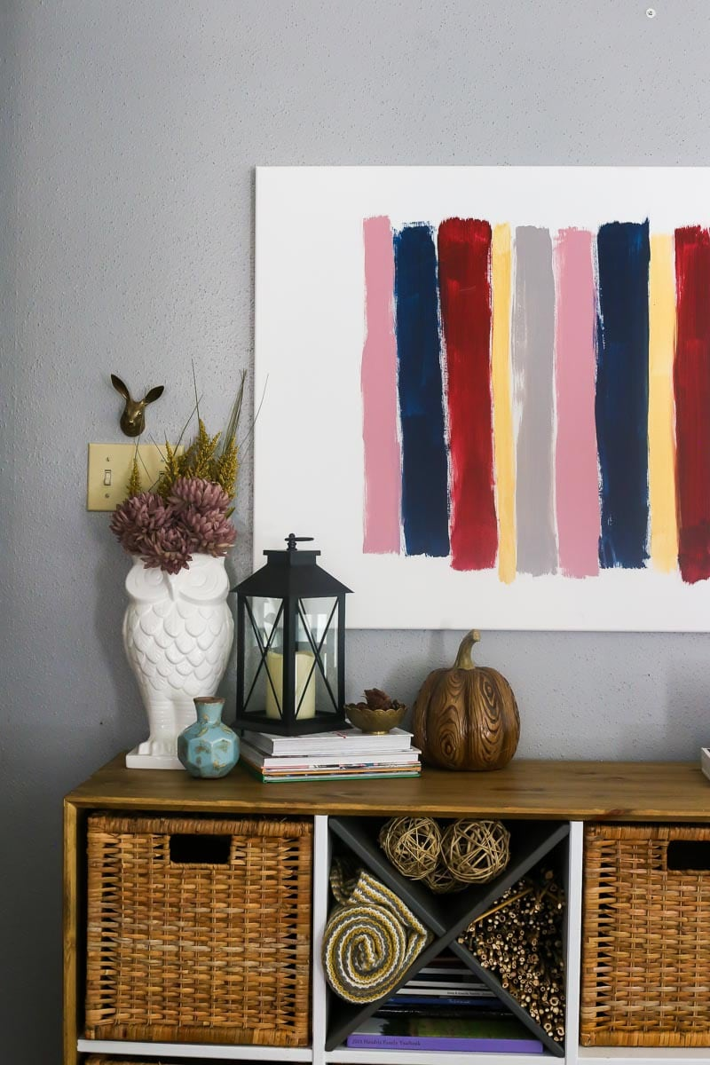 How to style a beautiful fall entry table for your home.