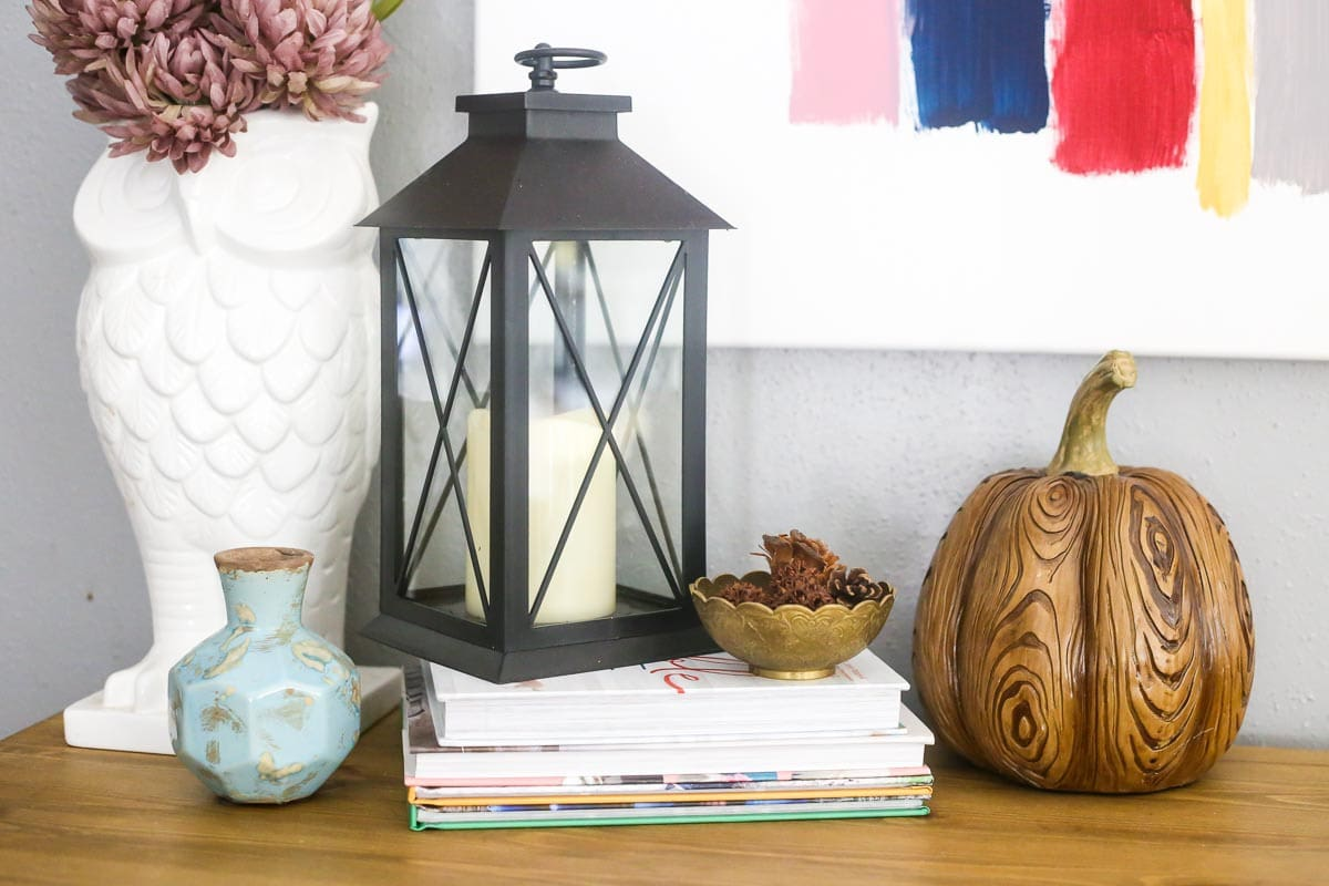 How to style an entry table for fall in your home.