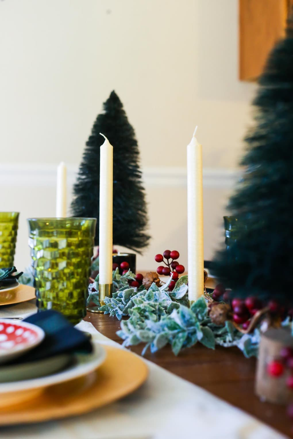 A simple and beautiful Christmas tablescape
