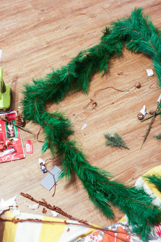 Easy DIY holiday garland