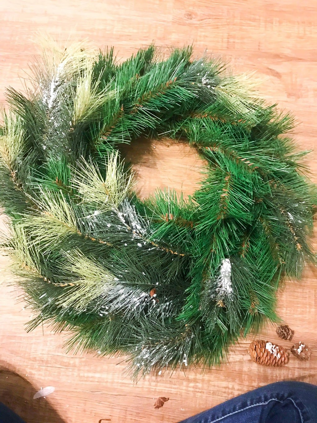 Easy DIY holiday wreath