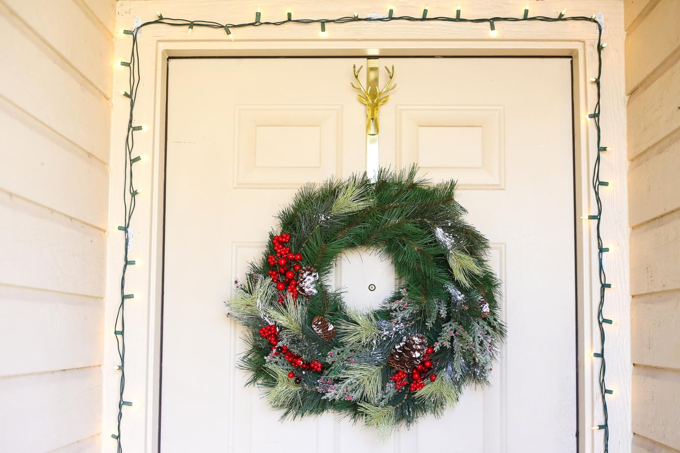 Easy and beautiful DIY Christmas wreath for your front door