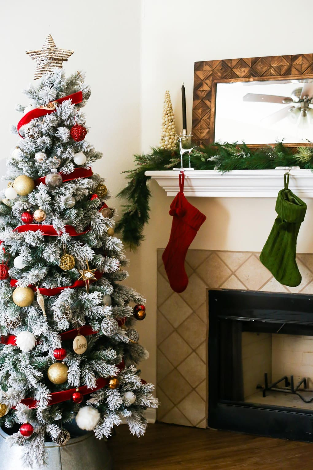 How to DIY a pretty Christmas garland for your mantel