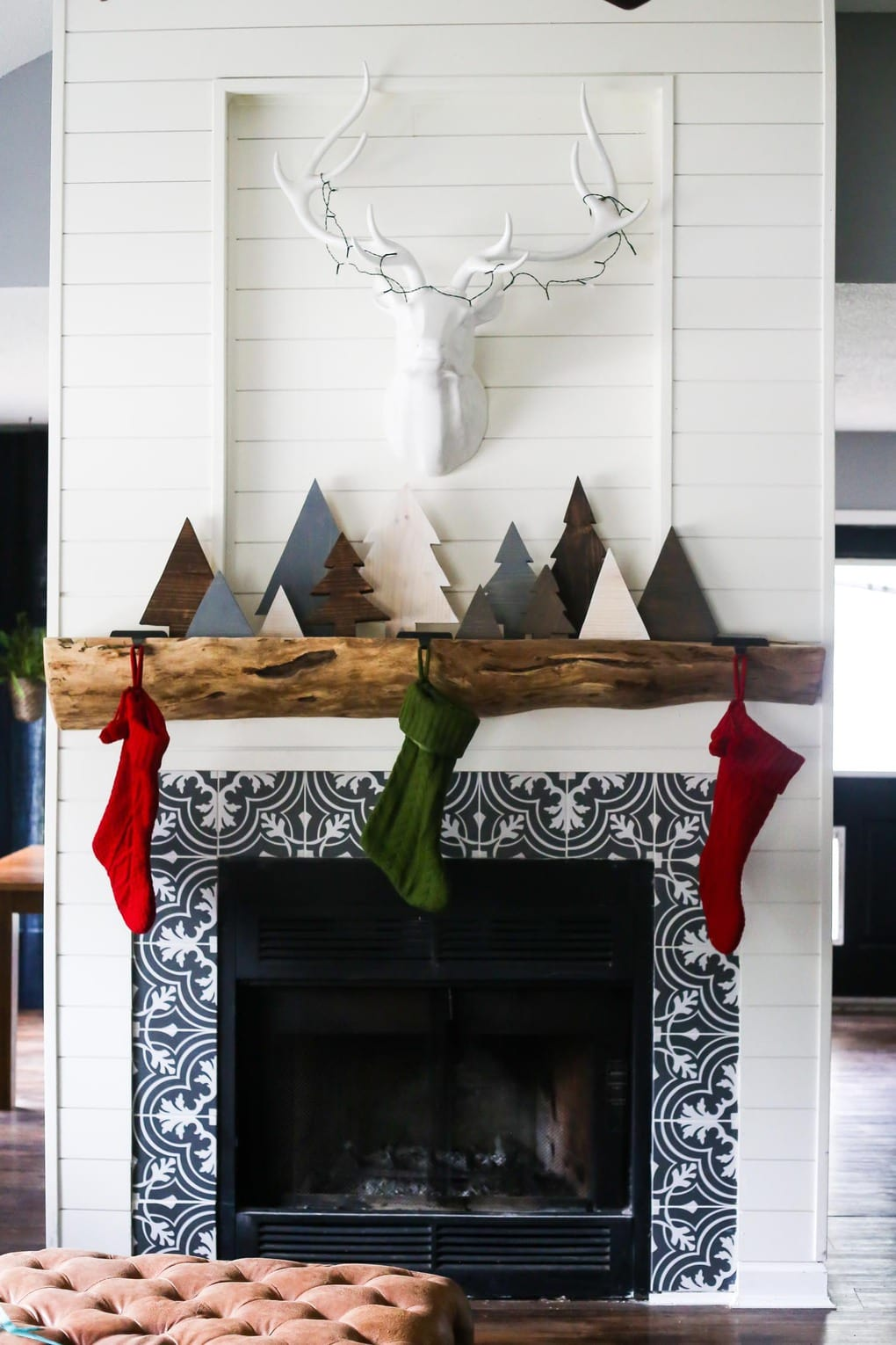 How to make adorable DIY scrap wood Christmas trees for your mantel this holiday season