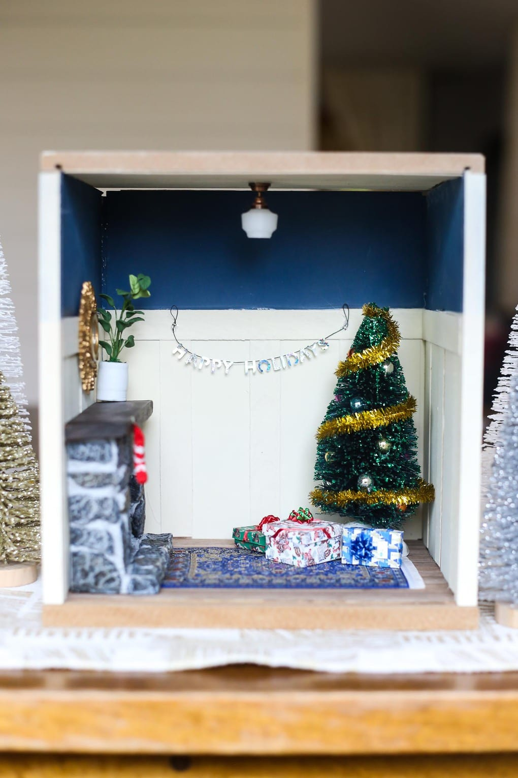 An adorable DIY miniature Christmas vignette for your holiday decorations. It's so fun to create miniature rooms, and this is a great decoration for kids' rooms!