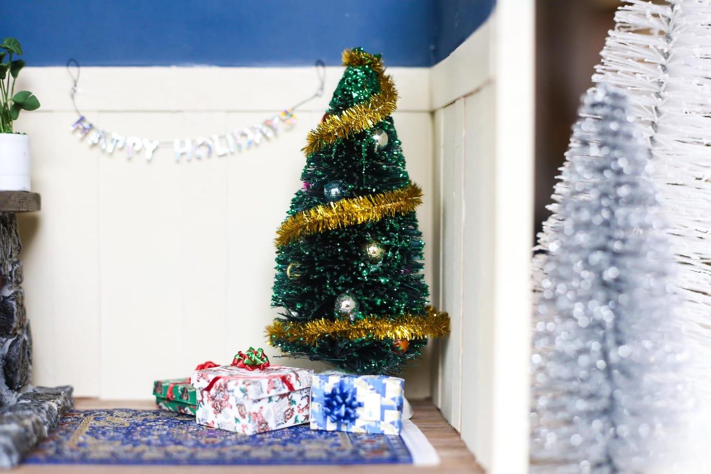 diy miniature christmas vignette