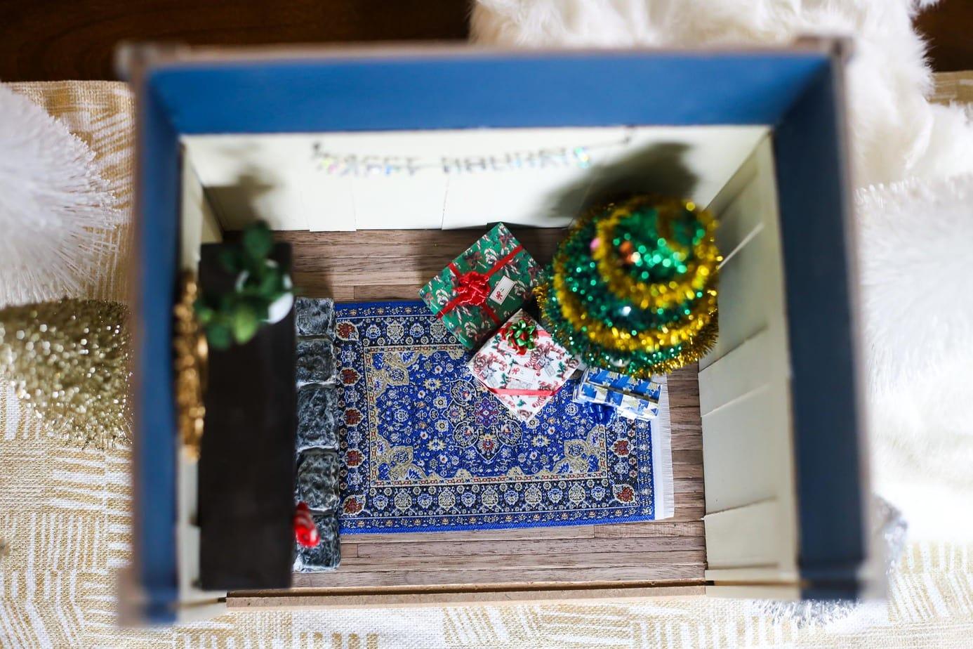 Adorable miniature room for Christmas