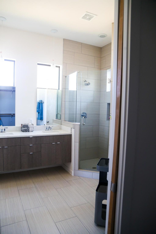 Gorgeous midcentury modern bathroom design