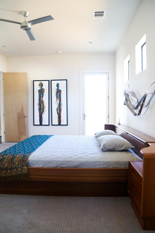 Midcentury modern bedroom design - Starlight Village Homes in Austin