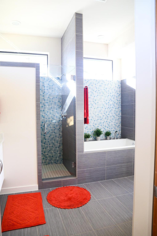 Midcentury modern bathroom desgin