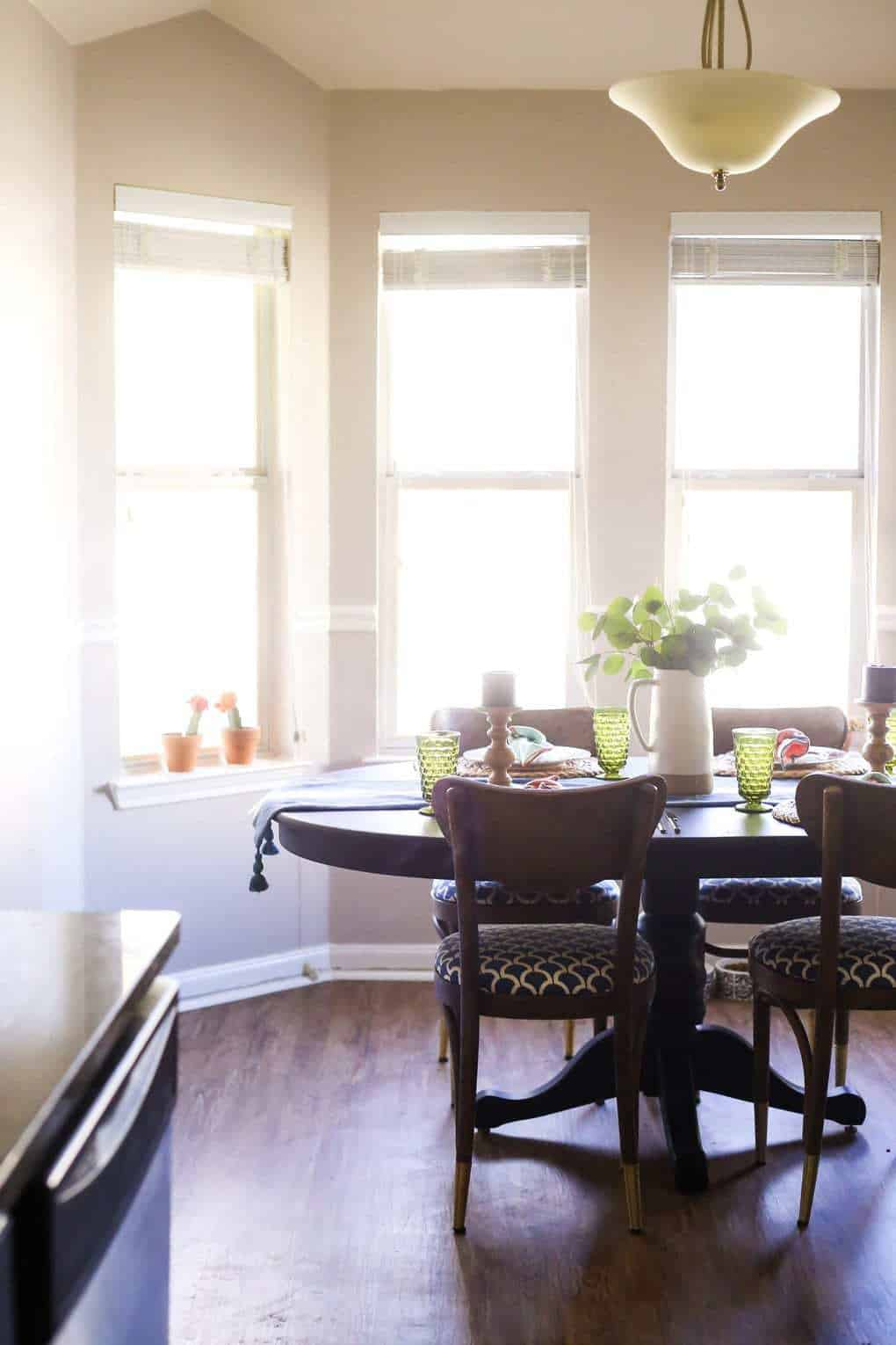 Dining room tablescape for spring