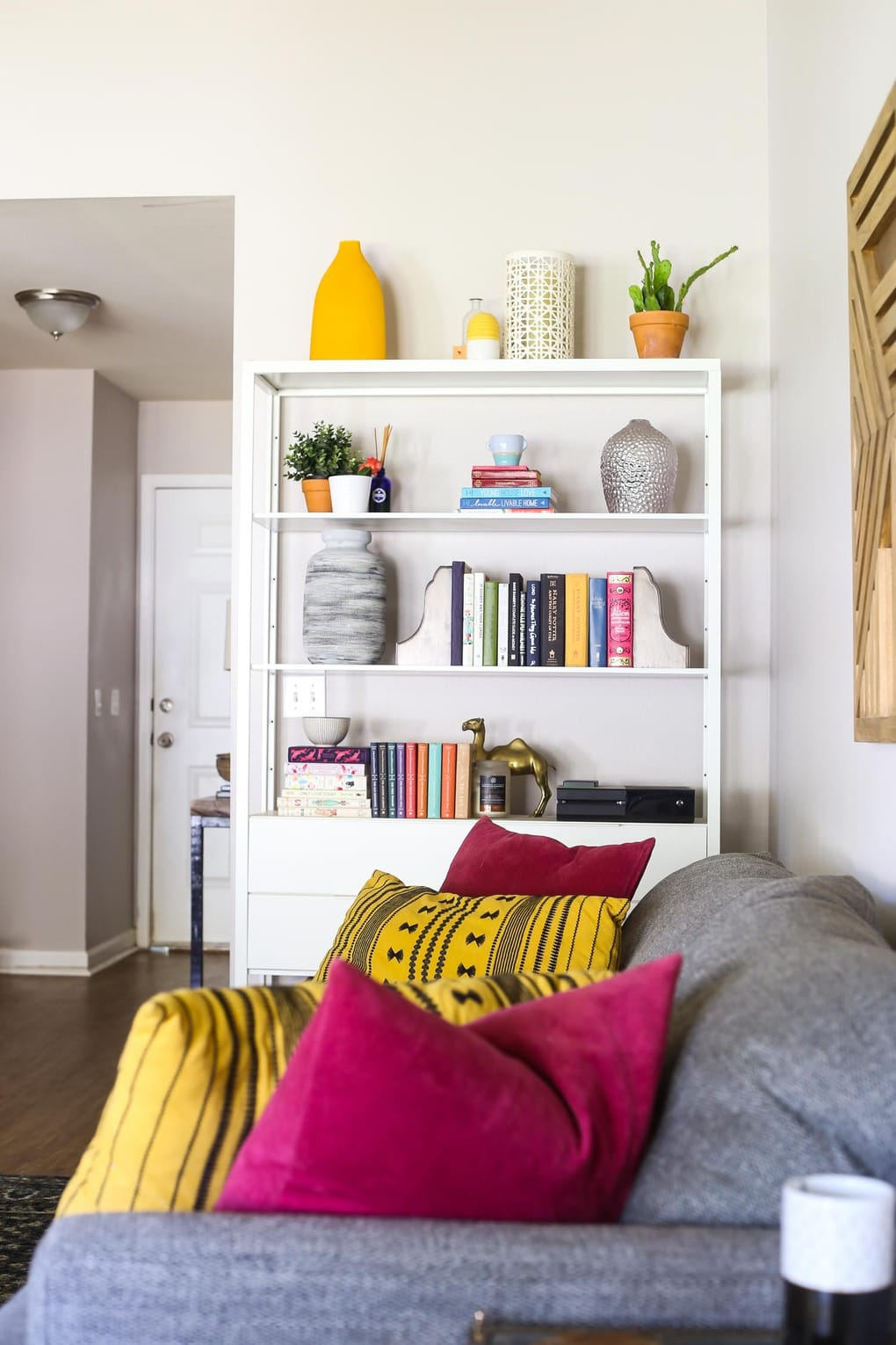 A bright and cheerful spring home tour