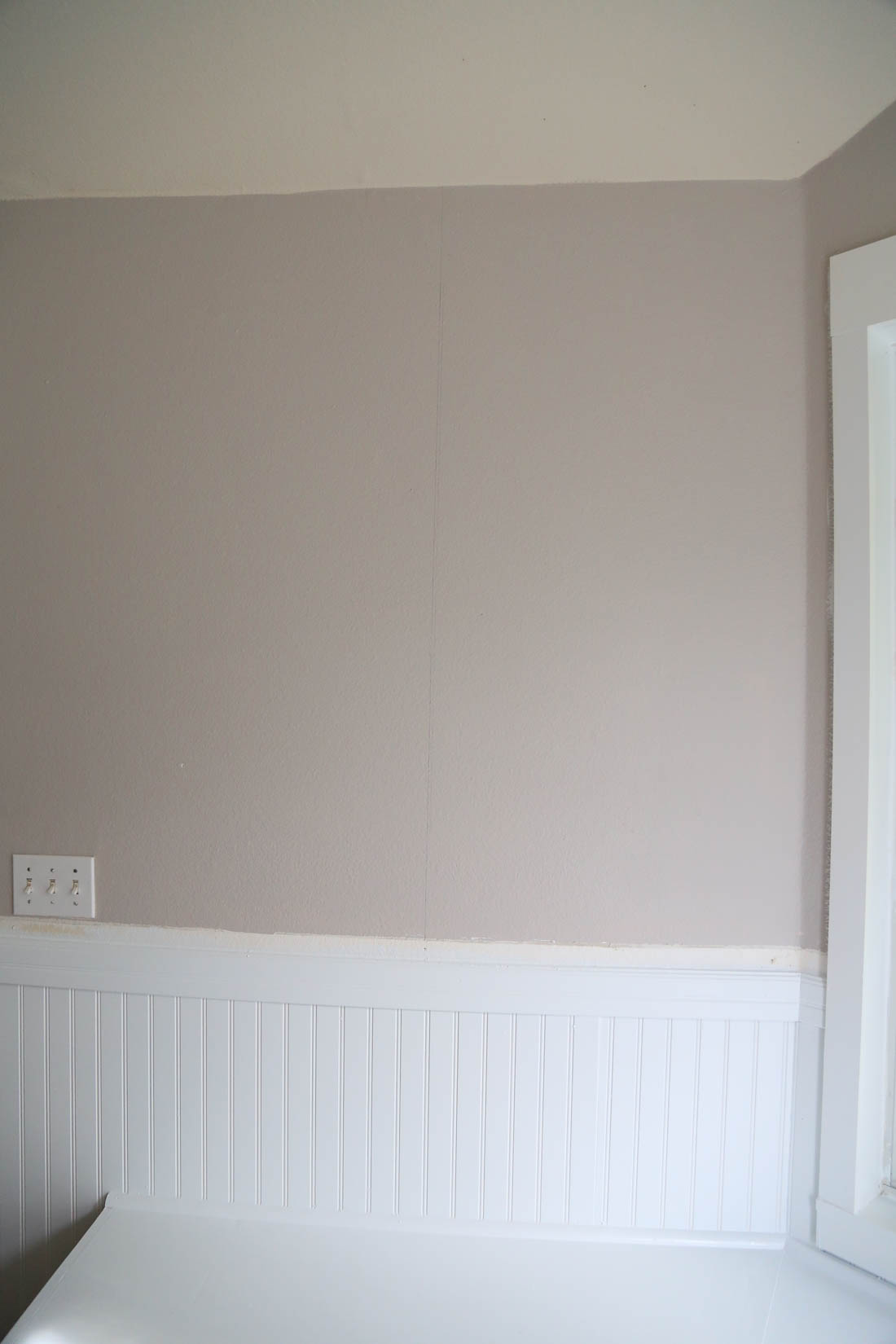 Installing wallpaper in a bay window