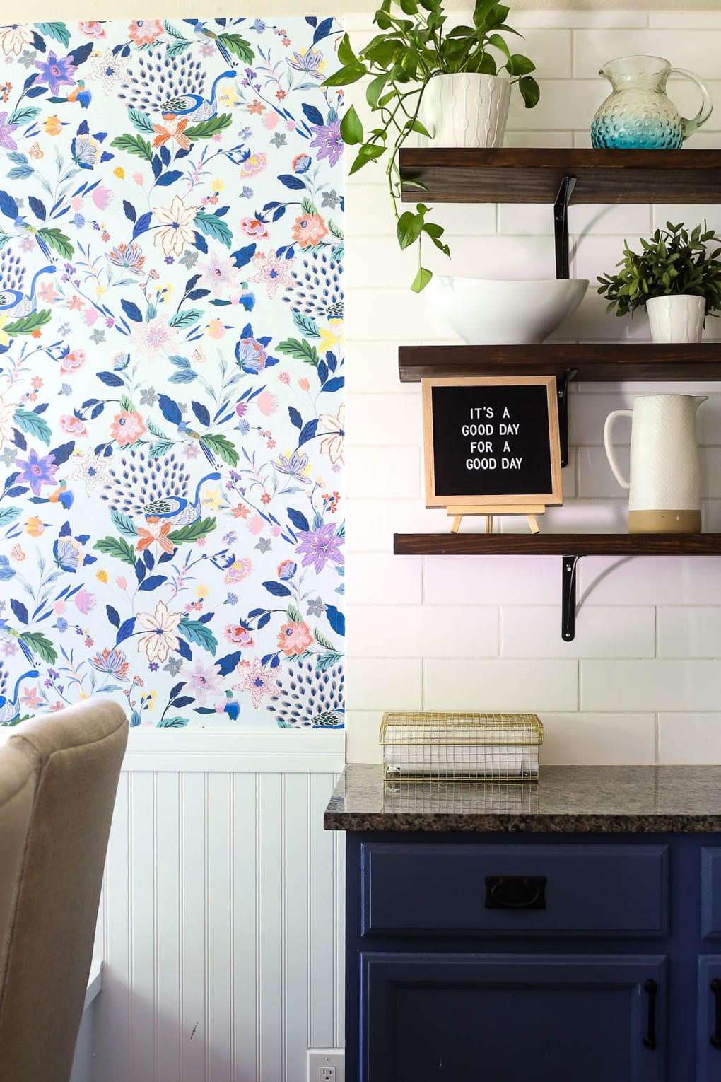Tips for installing wallpaper in a dining room