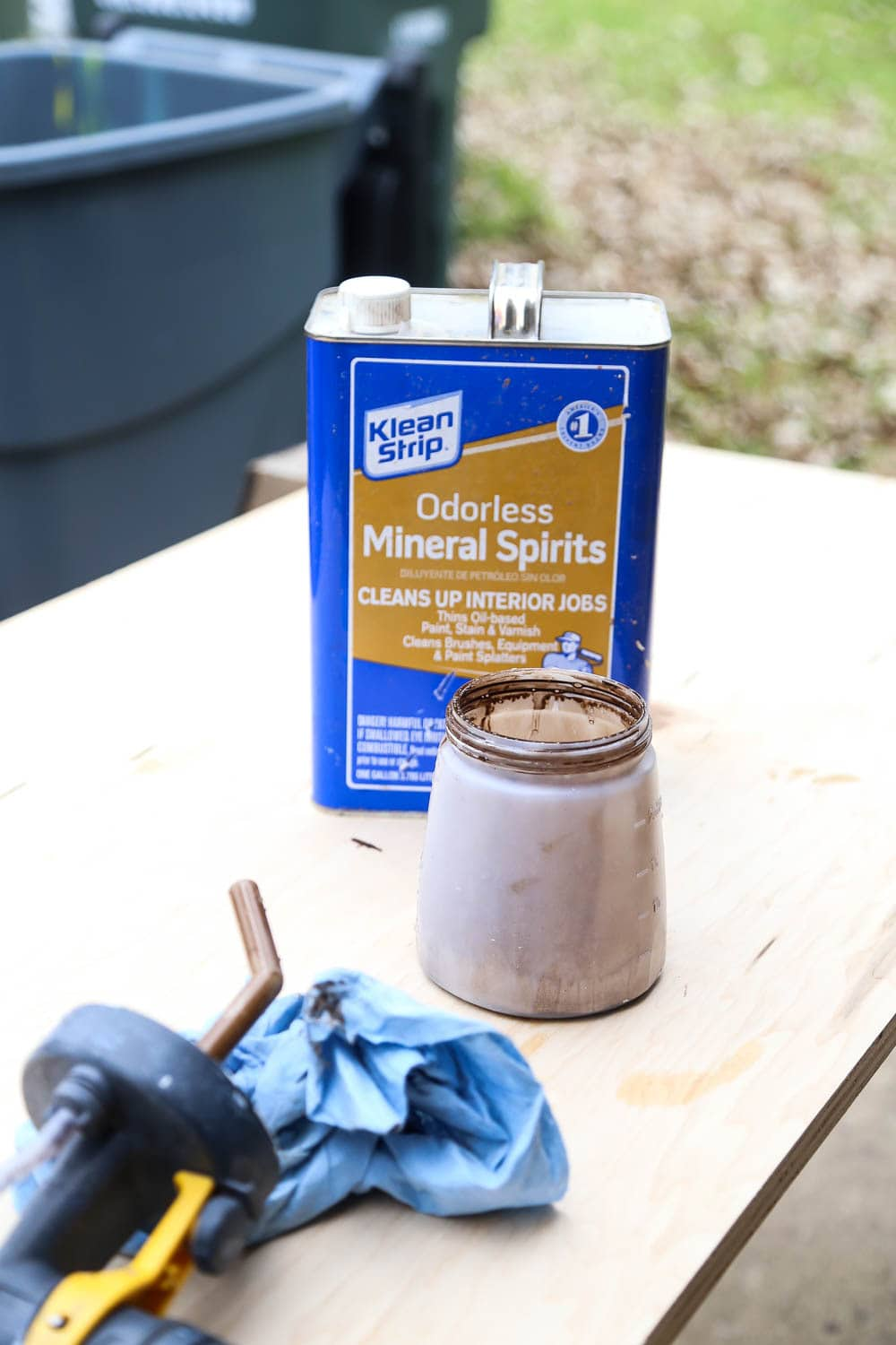 cleaning a paint sprayer with mineral spirits