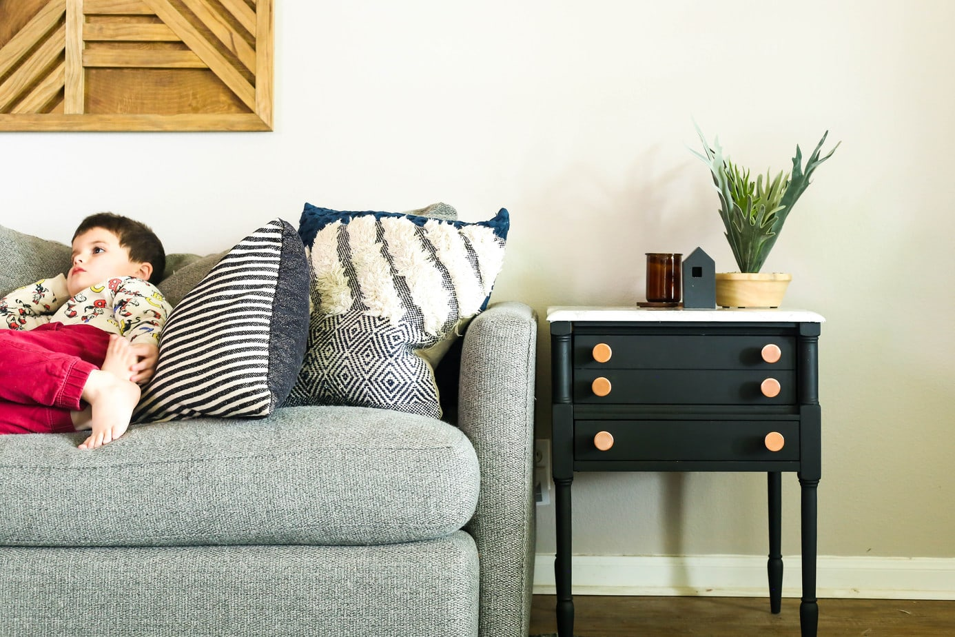 Diy Side Table Makeover With A Faux Marble Top Love Renovations
