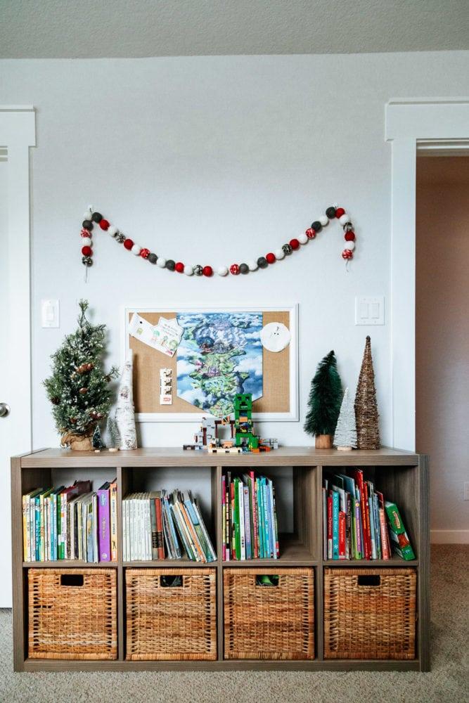 boy's room Christmas decor