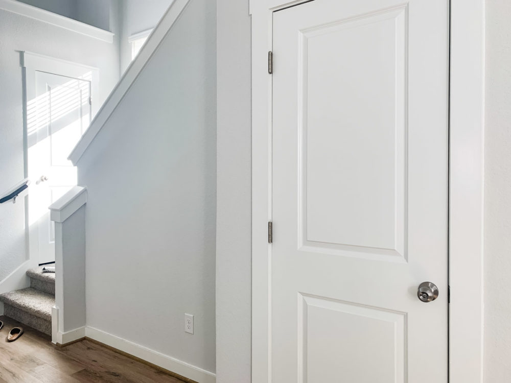 small entryway makeover before