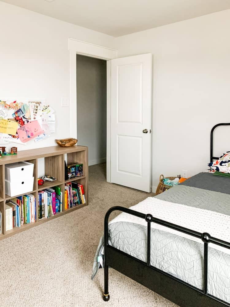kids bedroom before painting stripes